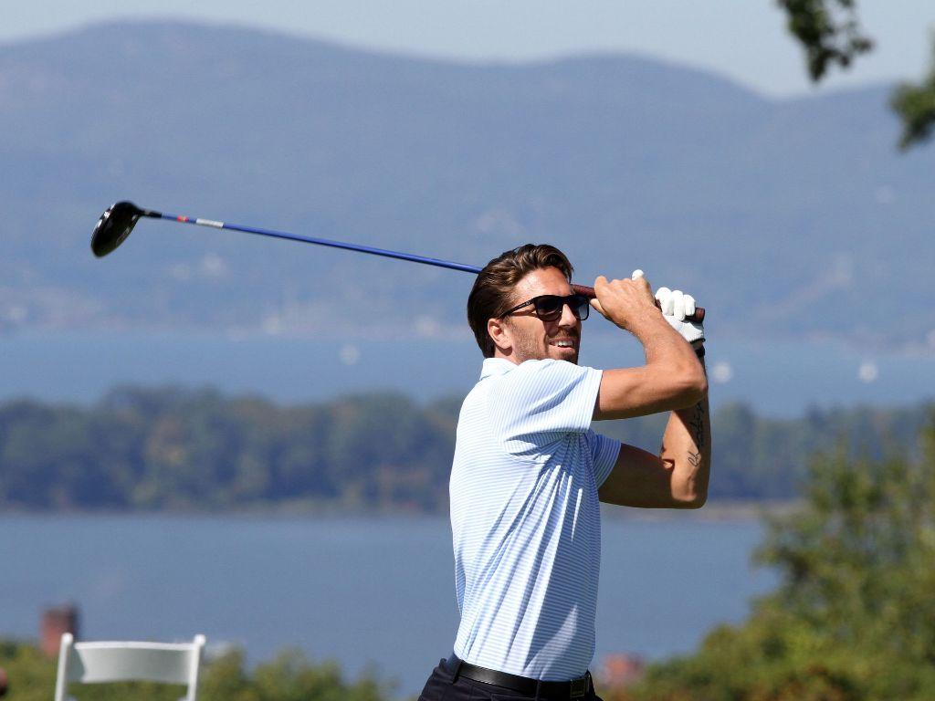 hank golfs